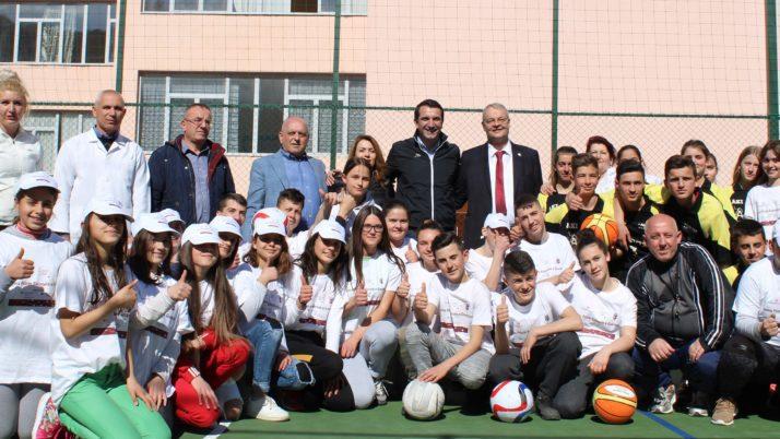Tre fusha të reja sportive në shkollat e Kasharit në kuadër të Skemës së Granteve të PZHRSH